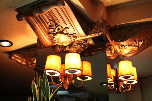 純喫茶「丘」・柱装飾