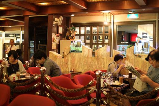 純喫茶「ローヤル」店内