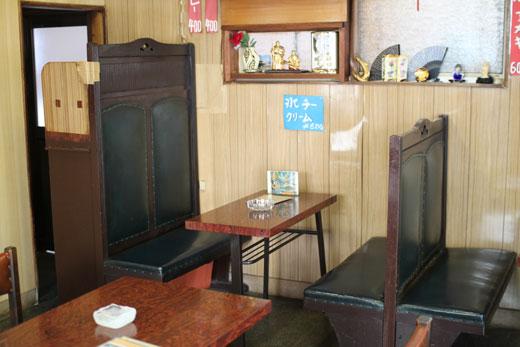 喫茶・愛玉子のボックス席