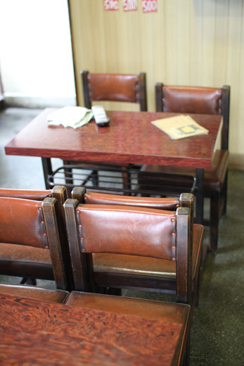 喫茶・愛玉子の椅子とテーブル