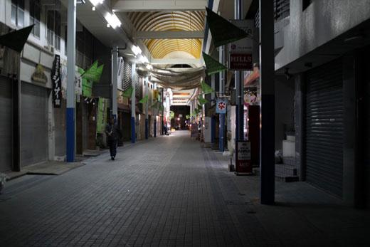 石垣市内・夜のアーケード