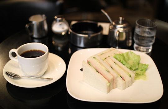 喫茶店「ストーン」コーヒーとハムサンド