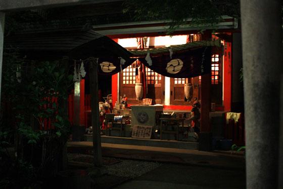 讃岐稲荷神社・小白稲荷神社の社前