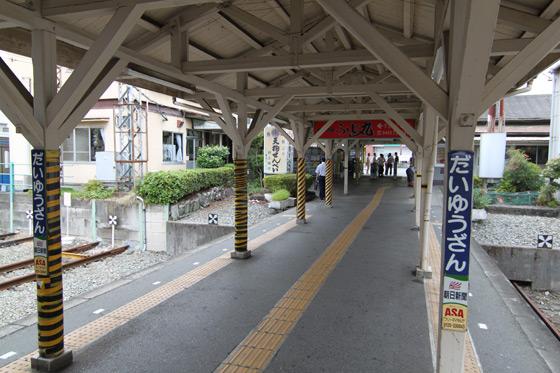 大雄山駅・ホーム