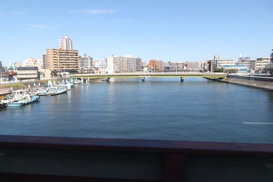 鶴見線からの鶴見川