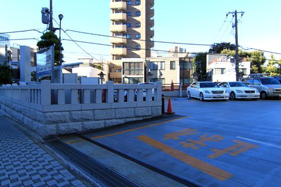 湯島天神・駐車場