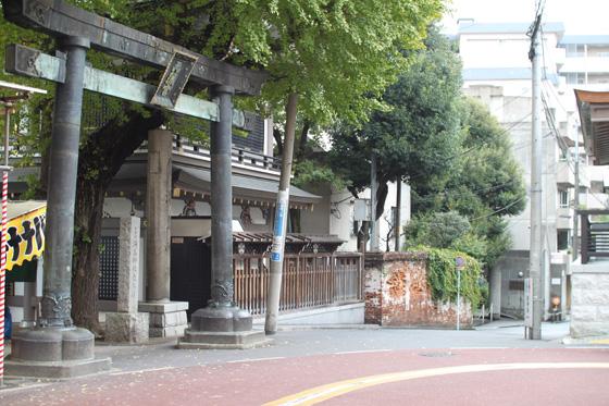 湯島天神鳥居横の煉瓦塀・その一