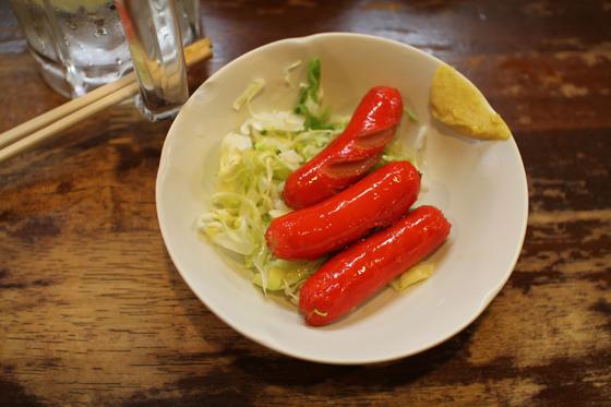 上野アメ横「立呑み たきおか」 赤ウインナー