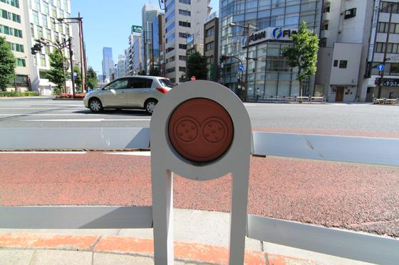 須田町交差点のガードレール