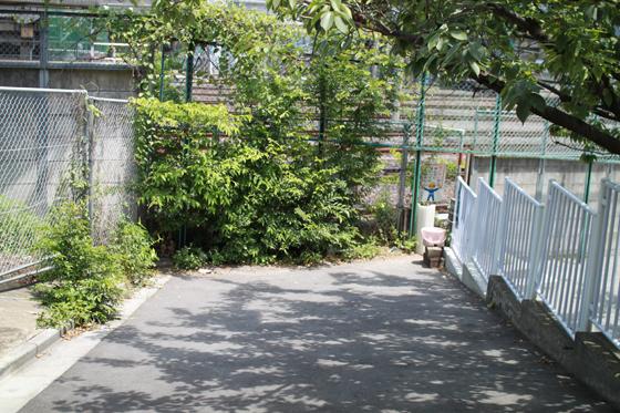 芋坂の踏切跡