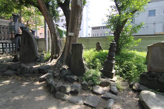 円通寺の旧幕府関係者の石碑・そのニ