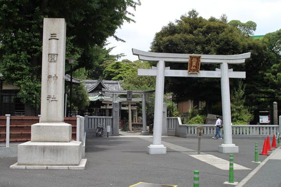 見番通りからの三囲神社