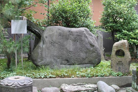 三囲神社、其角の句碑