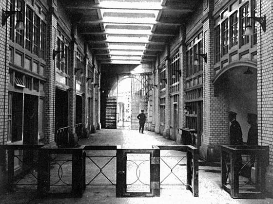 開業当時の神田駅改札