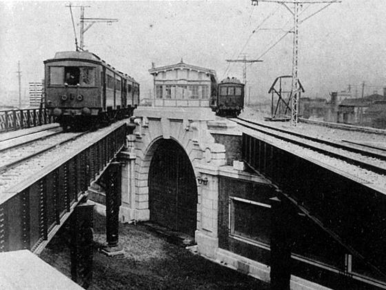 開業当時の神田駅入口