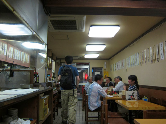 居酒屋鶴亀・一階