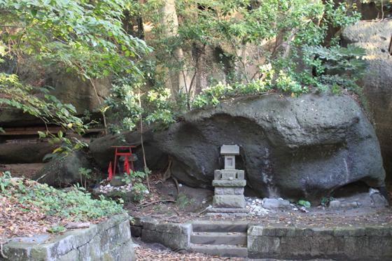 海南刀切神社の磐座