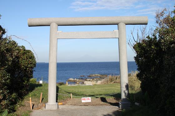 洲崎神社鳥居からの富士山