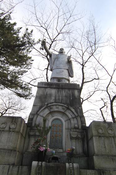 アルミニウム日蓮像