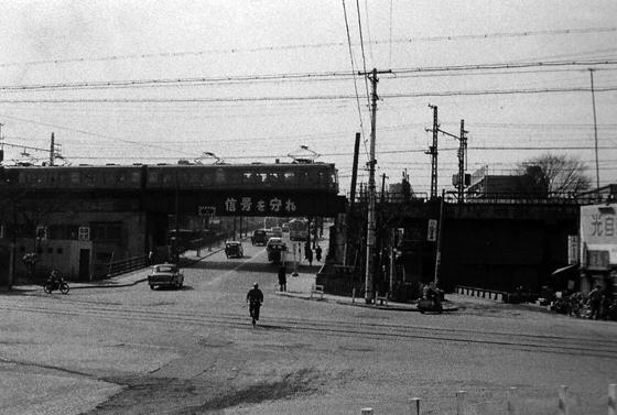 昭和三十年代の並木橋交差点