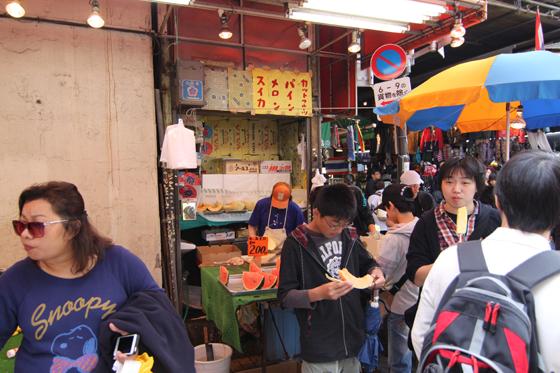 アメ横・カットフルーツの店