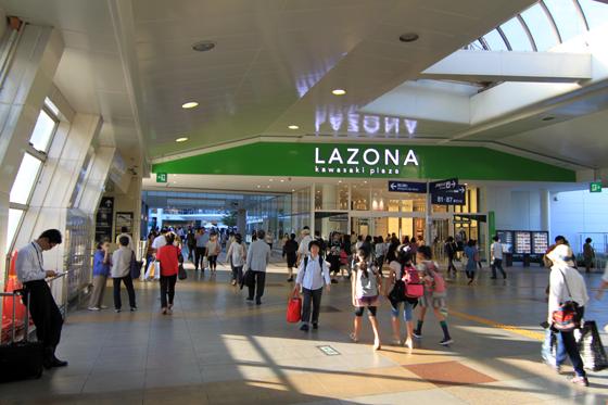川崎ラゾーナ入り口