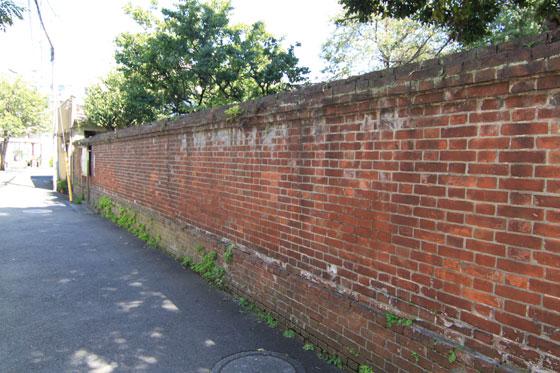 品川宿・路地裏煉瓦塀